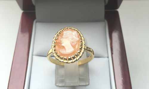 SOLID 9 CARAT CAMEO RING DDR424 in La s 9 Carat Gold Rings